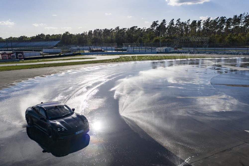 Porsche Taycan Kesintisiz Drift