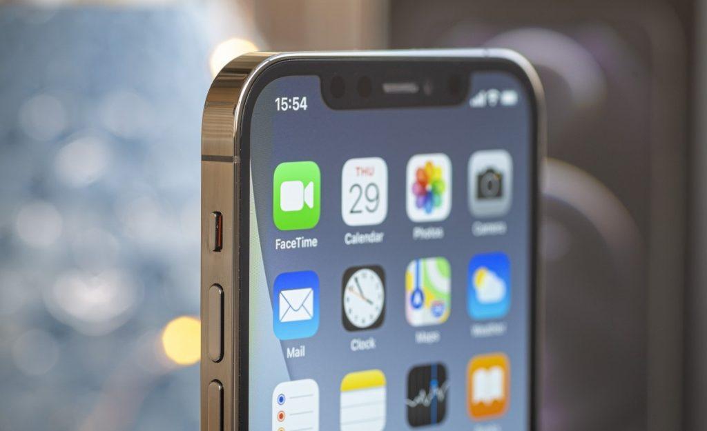iPhone 12 Pro Ön Kamerası