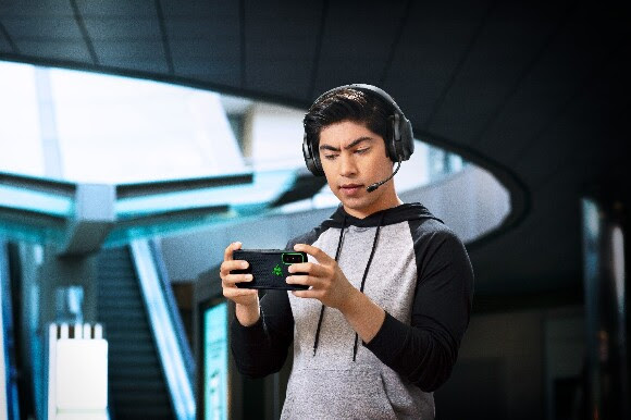 Razer Oyun ve Mobil Kulaklığı Barracuda X 'i Tanıttı